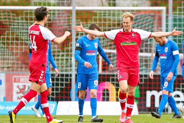 Ex-Dynamos Fetsch und Dürholtz treffen, doch SC Freiburg II vor Aufstieg in 3. Liga!