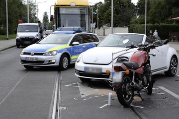 Unfall in Dresden: Cabrio und Motorrad kollidieren, Verspätungen bei den DVB