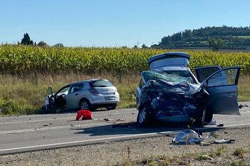 Tragischer Frontal-Unfall: Drei Menschen sterben auf Bundesstraße