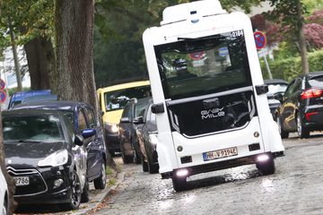 """Hamburg: Kostenlos! Autonom fahrender Bus """"emoin"""" nimmt Betrieb mit Fahrgästen auf"""