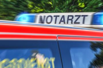 Köln: Randalierer greift Polizisten an: Einer muss schwer verletzt ins Krankenhaus