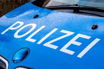 Plötzlich umzingelten sie das Auto: Vier Männer rauben 23-Jährigen aus