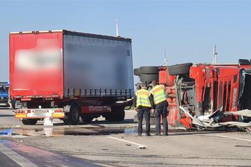 Unfall A9: Vier Verletzte bei Lkw-Unfall: A9 in beide Richtungen gesperrt
