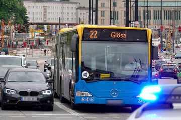 Chemnitz: Mann randaliert auf Kreuzung! Verkehrschaos in Chemnitzer City