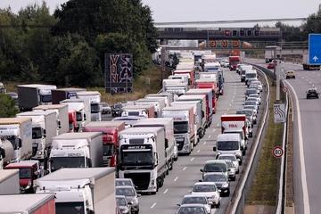 Dresden: Lkw-Unfall am Dresdner Tor: Stau auf der A4 in Richtung Chemnitz