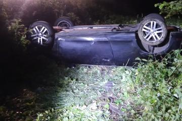 Köln: Golf Cabrio überschlägt sich mehrfach, Beifahrer wird aus Auto geschleudert und stirbt