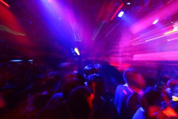 """Blutige Rache im Nachtclub: Clan-Mitglieder sollen """"Verräter"""" die Hand aufgeschlitzt haben"""