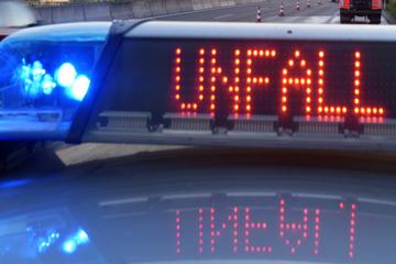 Unfall A94: Unfall auf A94: BMW und Audi kollidieren, vier Menschen teils schwer verletzt