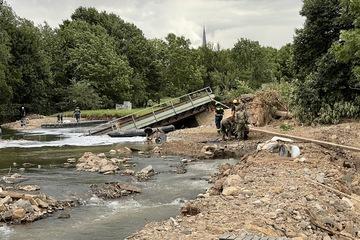 Nach Flut-Katastrophe: Beschädigte Brücke im Kreis Euskirchen gesprengt