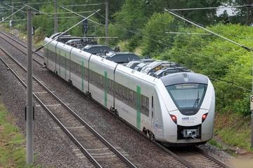 Chemnitz: Person von Zug erfasst: Bahnstrecke zwischen Dresden und Chemnitz gesperrt