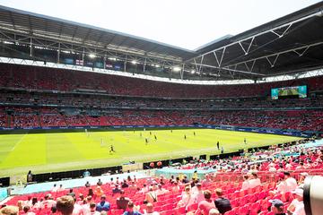 EM-Zuschauer stürzt im Wembley-Stadion vom Rang auf Steinboden: kritischer Zustand