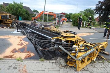 Unfall auf Baustelle: Tonnenschwere Ramme kracht auf Straße