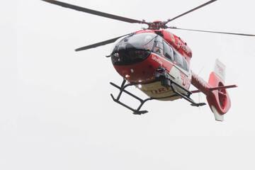 Unfall A7: Sattelzug kracht ungebremst auf A7 in Stauende: Lasterfahrer schwer verletzt eingeklemmt