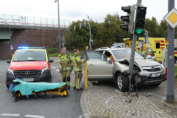 Pengemudi Opel menabrak lampu lalu lintas di Dresden: terluka!