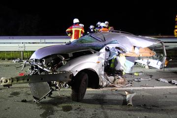 Unfall A3: Horror-Unfall auf A3: Ford wird zerfetzt und Fahrer auf Fahrbahn geschleudert