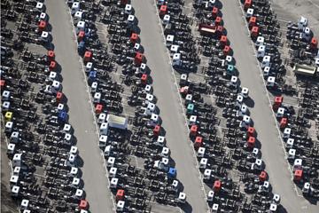 Autos auf Halde: Chipmangel verzögert Auslieferung