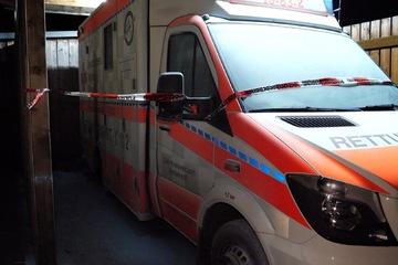 Versuchte Brandstiftung? Rettungswagen gerät plötzlich in Brand, Sanitäter in Klinik