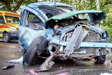 Heftiger Frontal-Zusammenstoß: Autofahrer (†31) stirbt im Krankenhaus