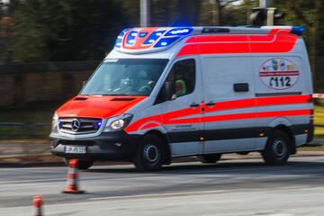 Unfall A20: Renault-Fahrer überschlägt sich nach Überholmanöver auf A20 mehrfach