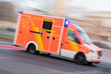 Drama an Einkaufszentrum: Auto fährt in Kindergruppe, sechs Verletzte