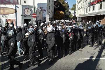 Hamburg: Polizei setzt Hansa-Fans fest und schickt sie zurück nach Rostock