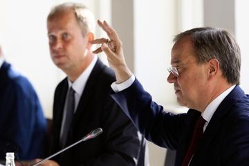 Armin Laschet will vorerst NRW-Ministerpräsident bleiben, SPD fordert sofortigen Rücktritt