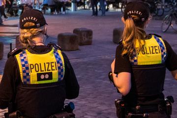Passanten finden lebensgefährlich verletzten Mann (26) am ZOB