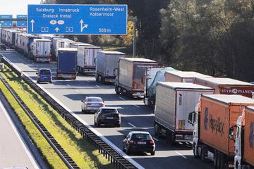 München: 50 Kilometer! Riesiger Lkw-Stau zwischen Münchner Süden und Österreich