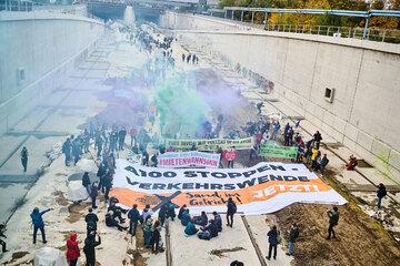 Berlin: Klima-Aktivisten besetzen Teile der A100-Baustelle