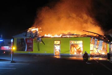 Zerstört! Hunderttausende Euro Schaden bei Brand eines Supermarkts im Harz