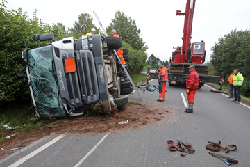 Sprengstoff-Laster umgekippt: War der Fahrer zu schnell?