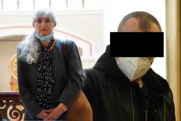 Rentnerin am Friedhof überfallen: Räuber jammert vor Gericht um Milde