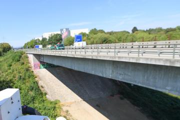 Risse und abgebrochene Stücke: Droht diese A66-Brücke einzustürzen?