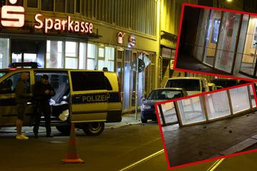 Leipzig: Nächtliche Attacke: Randalierer zerstören Sparkassen-Fassade