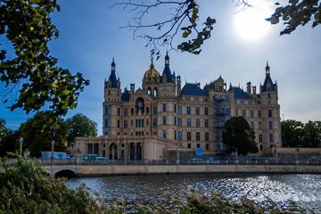 AfD soll wilde Sex-Orgien im Schweriner Schloss gefeiert haben!
