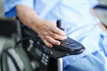 Krankenkasse verweigert blindem MS-Patienten Elektrorollstuhl – doch der wehrt sich!
