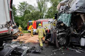 Unfall A2: Lkw-Fahrer stirbt bei Auffahrunfall auf der A2