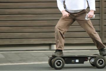 10 PS stark, 60 km/h schnell: Polizei stoppt Mann mit Extrem-E-Skateboard