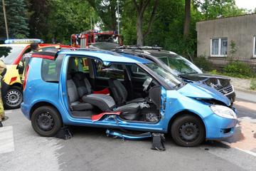 Heftiger Crash in Sachsen: Unfallopfer muss aus Skoda befreit werden