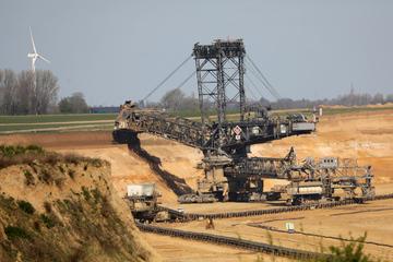 Rodungen am Tagebau Garzweiler starten wieder: Protest gegen Dorf-Abriss!