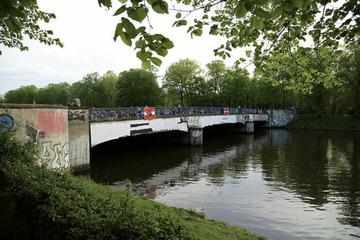 Leipzig: Wieder Chaos auf der Sachsenbrücke: Polizei und Rettungsdienst im Einsatz