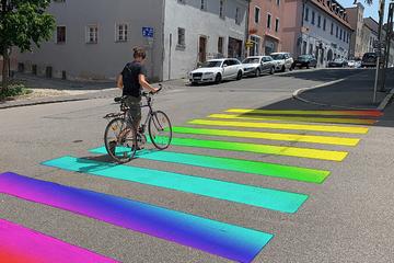 Straubinger Stadtrat: Zebrastreifen und Stadtturm in Regenbogen-Farben?