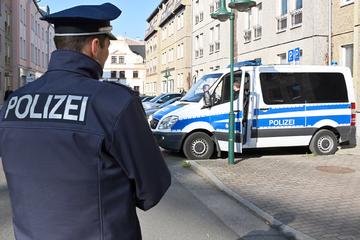 Leipzig: Er fragt nach Zigaretten: Mann mit Pistole in Leipzig-Grünau unterwegs