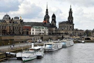 Dresden: Leichenfund in Dresden: Polizei birgt tote Frau aus der Elbe!