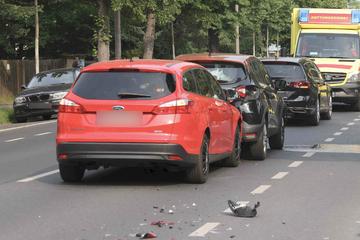 Unfall in Dresden: Drei Autos krachen zusammen, ein Kind verletzt