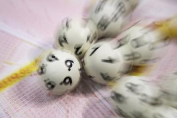 Mega-Gewinn: Lottospielerin sahnt satten Millionenbetrag ab
