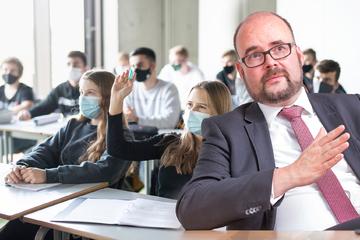 TAG24-Interview: Kultusminister Piwarz blickt aufs abgelaufene Schuljahr - und auf das nächste