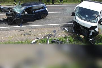 Frontal-Crash auf Bundesstraße: Toyota gerät in Gegenspur