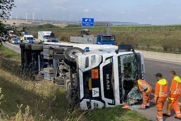 Unfall A4: Laster mit ätzendem Stoff auf A4 in Thüringen umgekippt