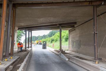 Unfall A3: Lkw kracht in Autobahnbrücke: A3 Richtung Nürnberg wohl tagelang gesperrt